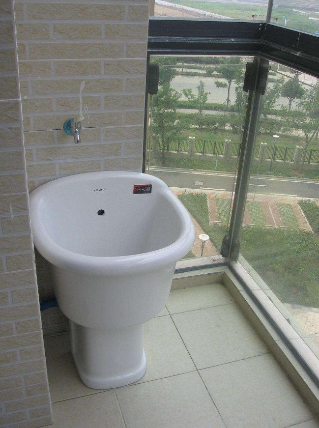 阳台装修设计,拖把池你会要吗?