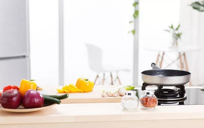 实用的厨房,橱柜门和台面分别用什么材料最好?