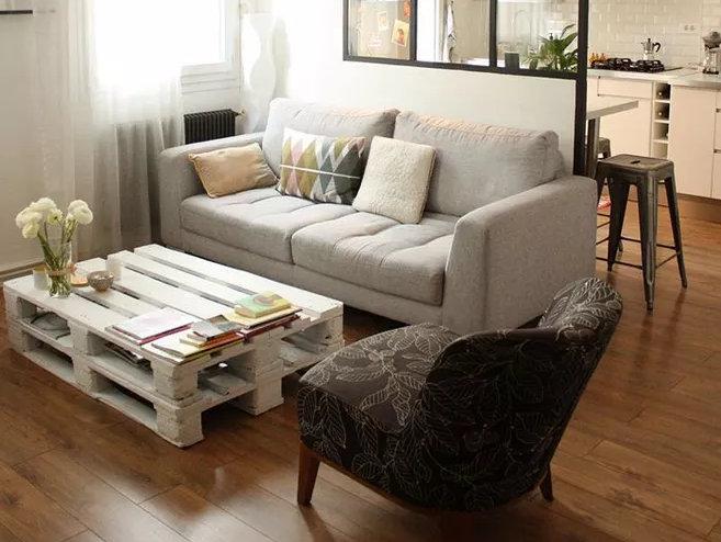 客厅沙发怎么选,是买贵的还是合适的?